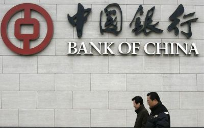 1-two-men-walk-past-a-bank-of-china-office-in-beijing_409