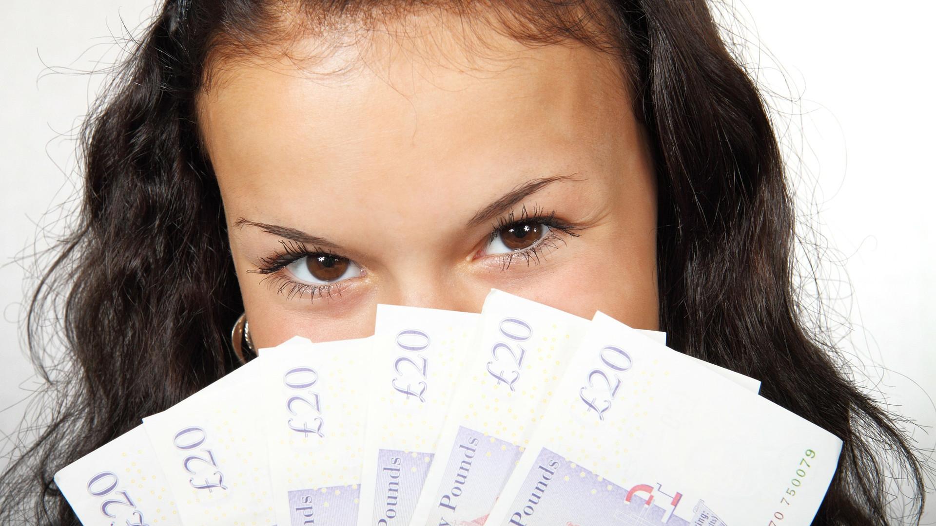 un-expert-comptable-entretient-une-relation-etroite-avec-banque.png